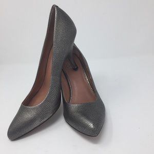 Vince Camuto silver and black pebble leather pumps
